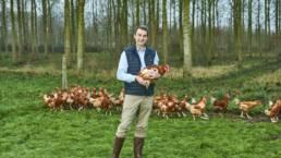 Boris Ducansel avec son élevage de volailles